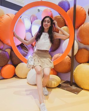 Took this photo at the Mentos Choco Fair installation at UP Town Center!! ❤️ Come over and share a sweet day here with someone special 🥰 The installation will be at the UP Town Center Phase 2 level 1 till March 31, 2019 and there are art workshops on weekends!! ❤️ I looove the Mentos Choco Caramel! Have you tried it? 🤗 @mentosph #WhoSaysNoToMentos #MentosChocoFair