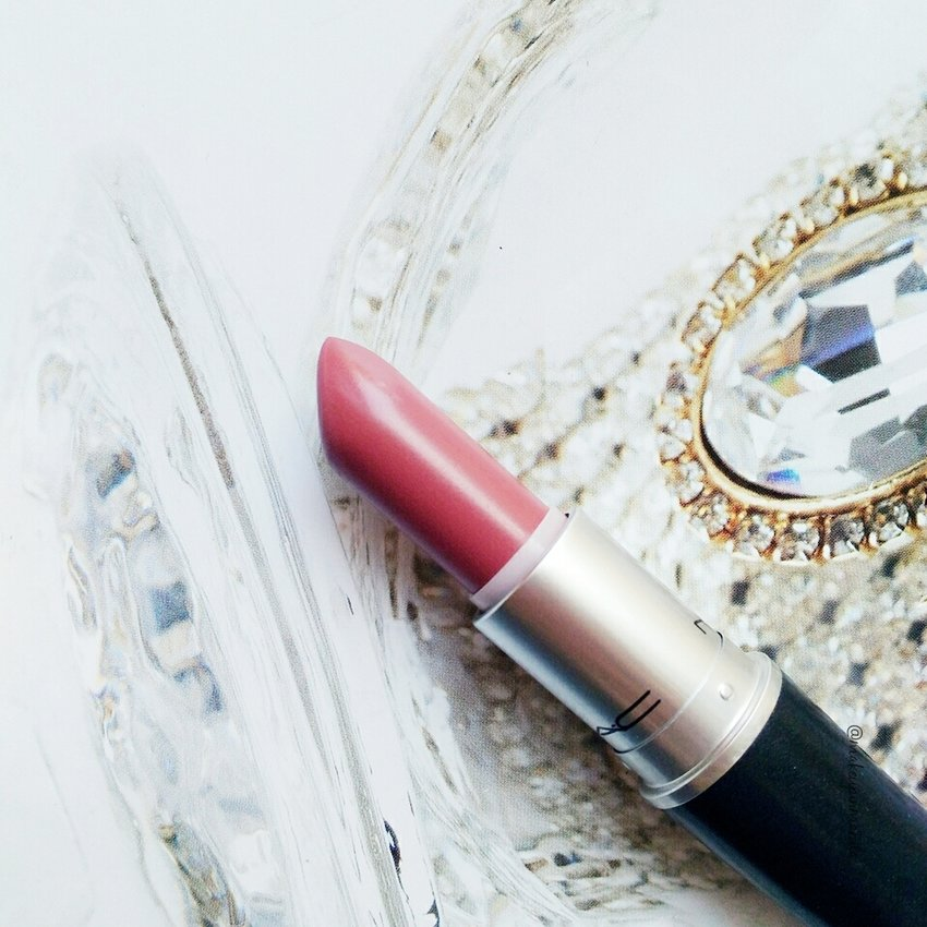 MAC lipstick in Mehr :) Review up on the blog.
