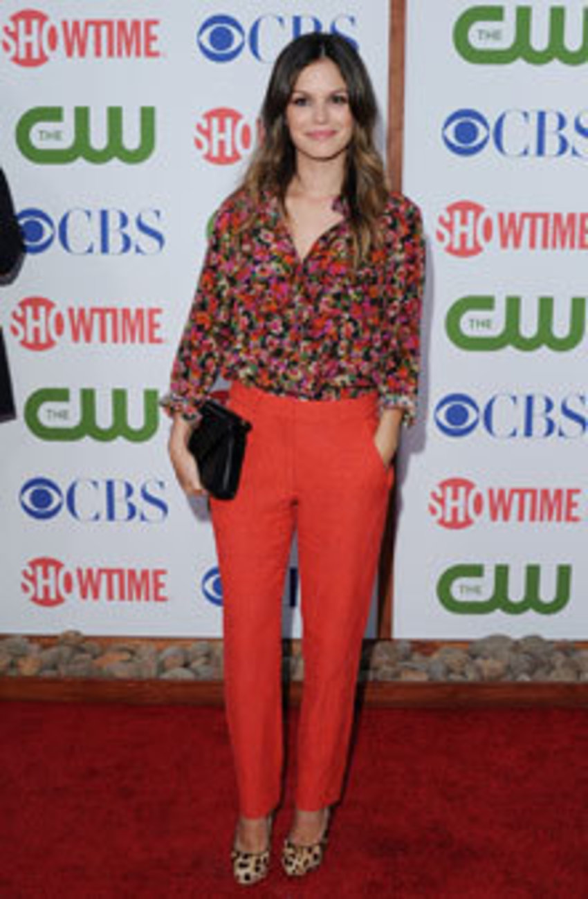 Glamour Magazine says a pair of bright colored pants is a must-have for every woman. I love this pair on Rachel because she's petite like me but manages to look more lengthy. Color-blocking lesson 101.