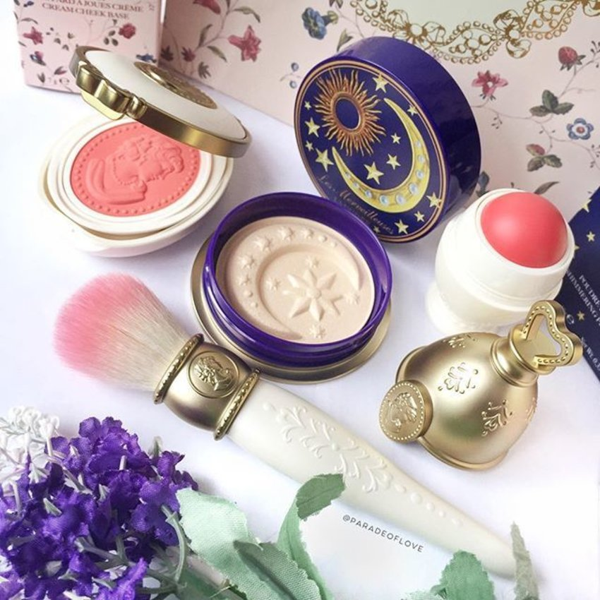 Hello my @lm_laduree loots! It was my first time seeing Ladurée #makeup so I just had to! 💗🎀💕 Aren't they beautiful? #clozette