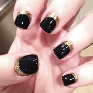 Black and Gold. Something nice and elegant for the short nails. Shall try this soon.