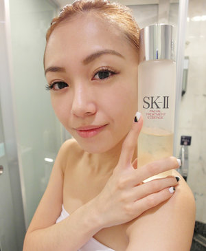 Emerged with a clearer skin tone with the much needed radiance after my 14 days journey with SK-II! The simplicity of the use of my favourite Facial Treatment Essence and Cellumination Essence EX everyday is definitely a bonus. Sans makeup, sans products in this photo! #truebeliever
