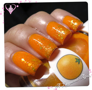 Jelly sandwich with The Nail Junkie Orange with gold glitter. Read more on the blog: http://www.alacqueredaffair.com/Nail-Junkie-Orange-34141381