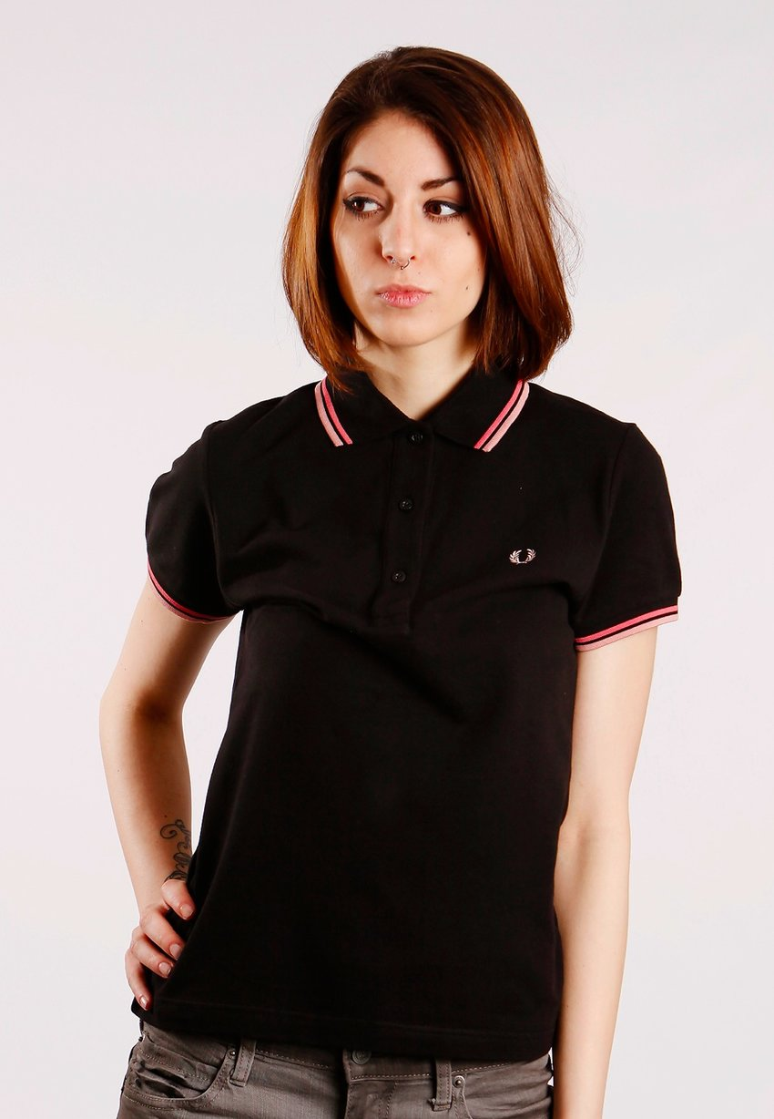Girl just awesome with fred perry! who knows