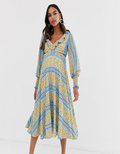 Queen Bee ruffle plunge front midaxi dress in chain print-Multi